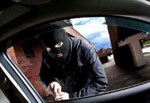 Doi tineri, cercetaţi după ce au furat o maşină