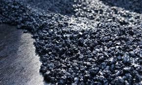 Se repară asfaltul pe DN7, între Robeşti şi Voineasa