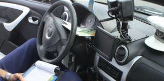 Şoferul englez a fost oprit de poliţiştii de la rutieră pe bulevardul Tineretului din Craiova.