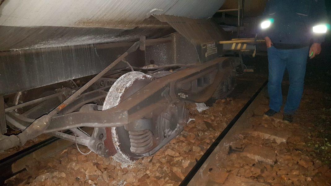 Vagonul unui tren de marfă a deraiat la Șimian