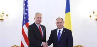 Ambasadorul SUA la București, Hans Klemm, şi ministrul afacerilor externe Bogdan Aurescu
