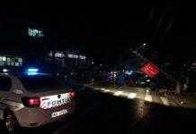 Craiova: A intrat cu BMW-ul în stâlp