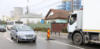 Capac de canalizare spart pe strada Bariera Vâlcii