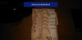 Poliţiştii spun că au ridicat 23 de bancnote de 50 de euro care aveau aceeaşi serie.