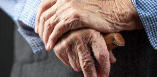Mamă, de 78 de ani, agresată de fiică