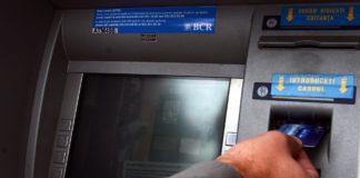BCR opreşte sistemul de carduri, în noaptea de miercuri spre joi