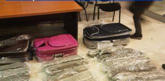 Drogurile au fost descoperite la un control de rutină al poliţiştilor de la rutieră.