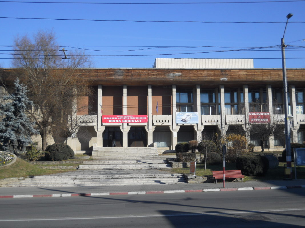 E nevoie de 4 milioane de euro pentru reabilitarea Casei de Cultură din Târgu Jiu
