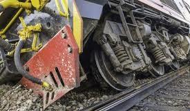Trafic feroviar întrerupt după ce un tren a deraiat în judeţul Arad