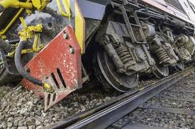 Un tren de marfă a deraiat pe ruta București - Craiova, blocând traficul feroviar. Călătorii au fost transbordați între stațiile Drăgănești Olt - Caracal.