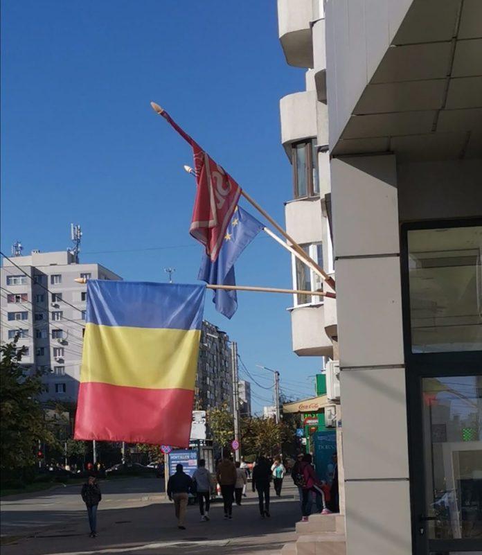PNL și PSD se acuză reciproc în urma imaginilor cu steagul României arborat în bernă la sediul unuia dintre ele