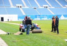 """La stadionul """"Ion Oblemenco"""" au fost montate, ieri, ultimele fâşii de gazon hibrid"""
