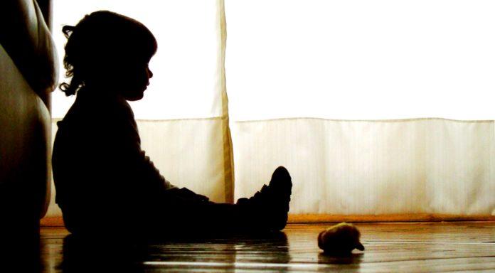Gorj: Bărbatul acuzat că și-ar fi bătut copilul de 2 ani, pus în libertate