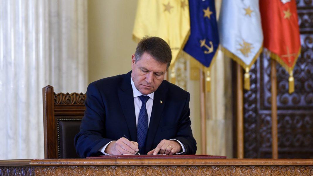 Klaus Iohannis a întors în Parlament legea care îi scutea pe jurnaliști de impozitul pe venit