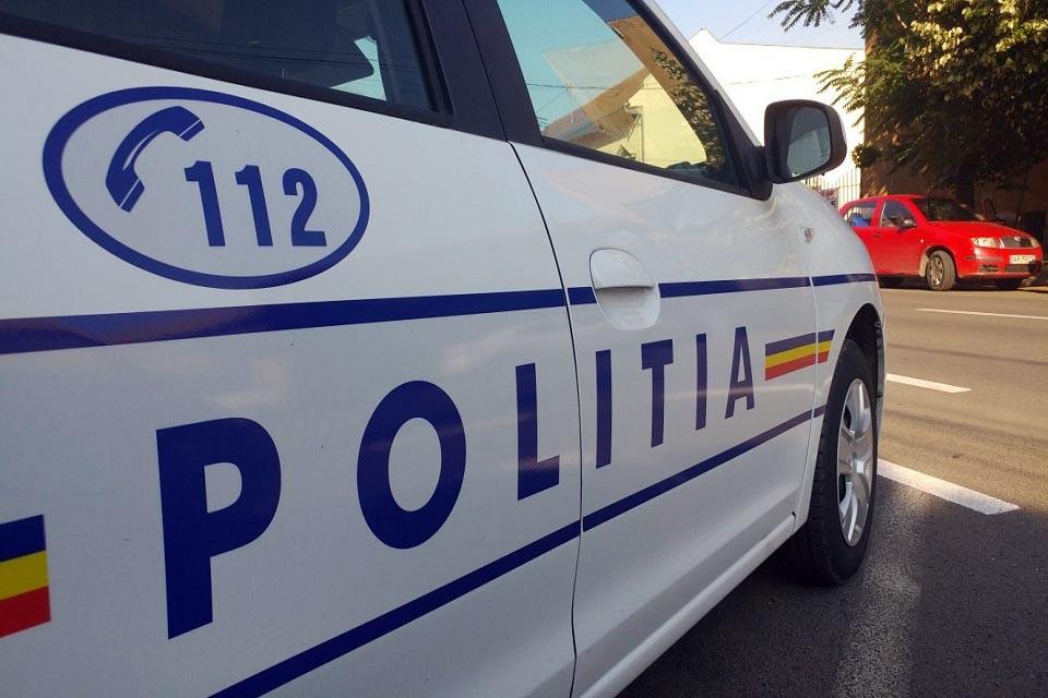 O mașină de poliție a fost avariată ân urma unui accident