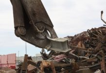 Razii la depozitele de colectare a metalelor