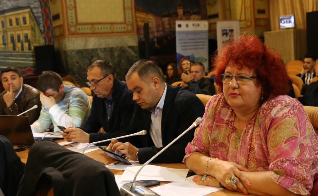 Marian Vasile (al doilea din dreapta), consilier local PNL, a ridicat problema pazei panourilor electorale de către poliţiştii locali, în sedinţa de joia trecută a Consiliului Local Craiova