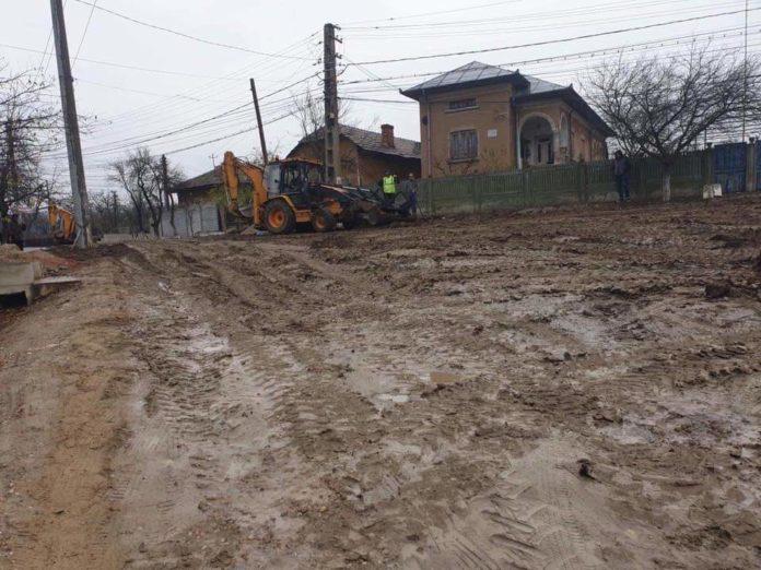 Aşa arată drumurile din localitatea Coţofenii din Faţă