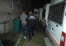 Suspectul a fost reţinut pe o perioadă de 24 de ore.