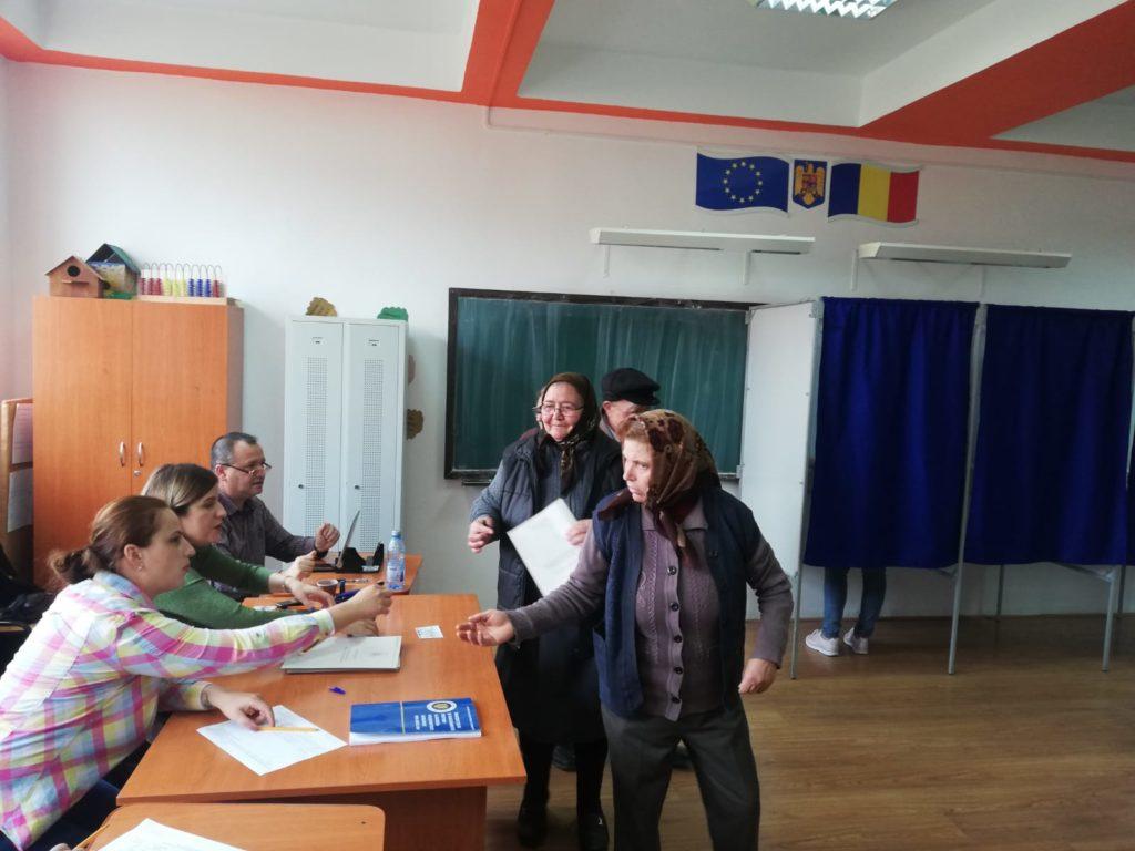 Alegătorii la Işalniţa veneau în grup la vot