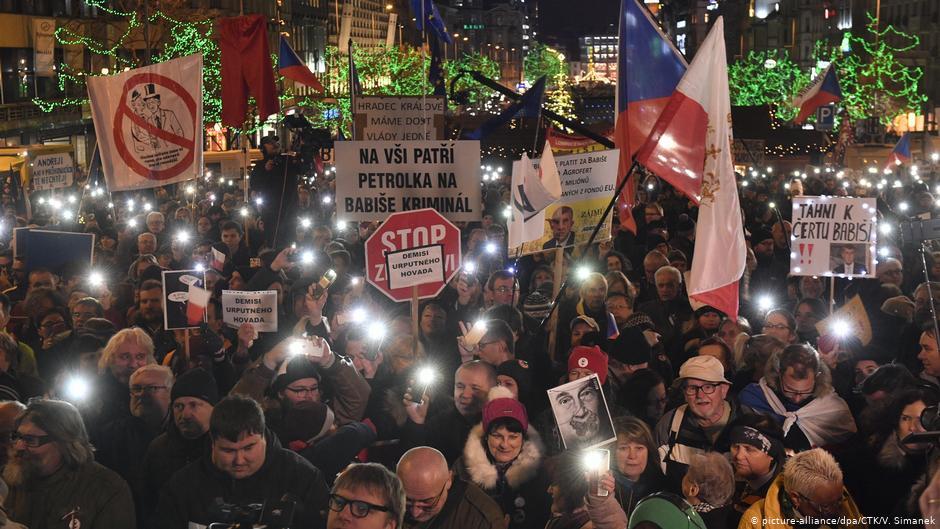 50.000 de manifestanţi au cerut demisia premierului Andrej Babis
