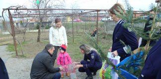 O tânără mamă, ajutată de poliţiştii gorjeni