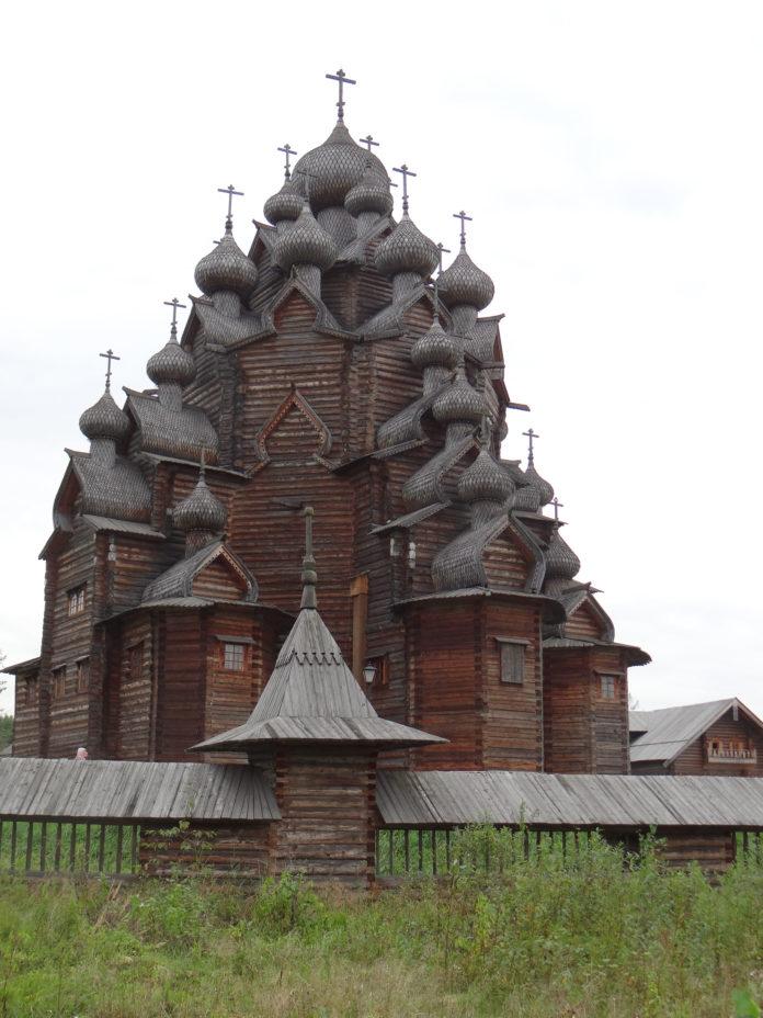 Catedrala a fost construită din lemn