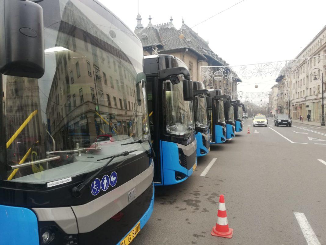 Cele 25 de autobuze noi care au sosit în Bănie la sfârșitul anului 2019 au trecut, de astăzi, la RAT SRL. De mâine, ele vor intra pe trasee.