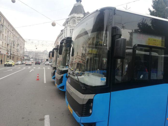 Primele autobuze noi din lotul de 25 concesionate de Primăria Craiova către RAT SRL vor apărea de astăzi pe trasee