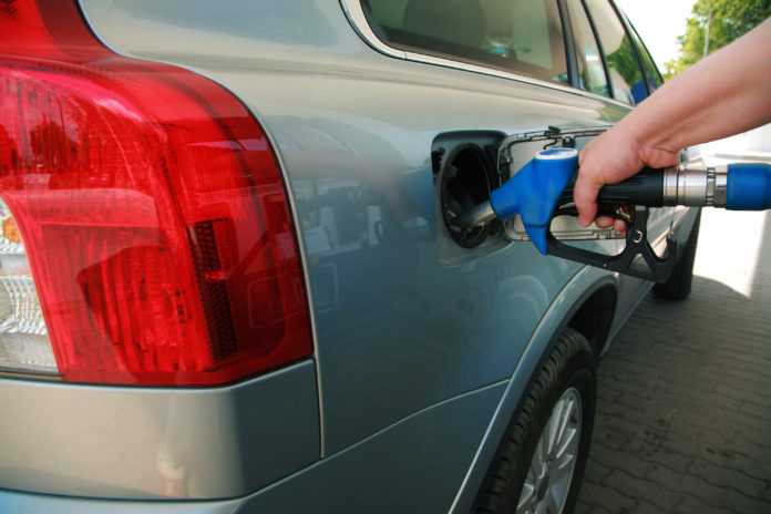 A scăzut preţul benzinei la pompă