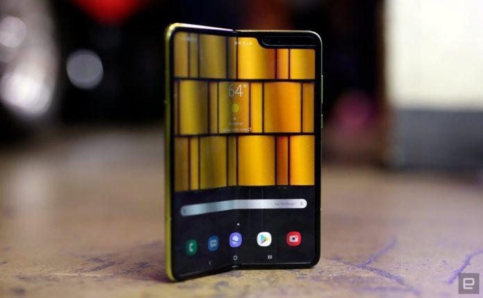 Ultimul model de telefon Samsung costă cât o maşină