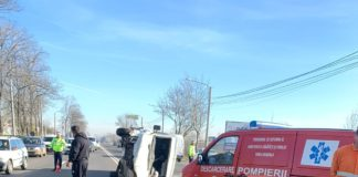 Două persoane au fost rănite în urma accidentului.