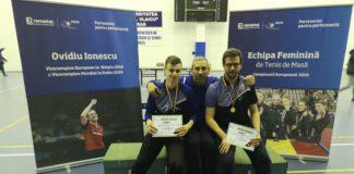 Antrenorul Vasile Florea, flancat de Cristi Bogdan (stânga) și Daniel Simulescu