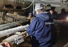 Angajaţii Termo montează noile contoare/sursa foto: facebook