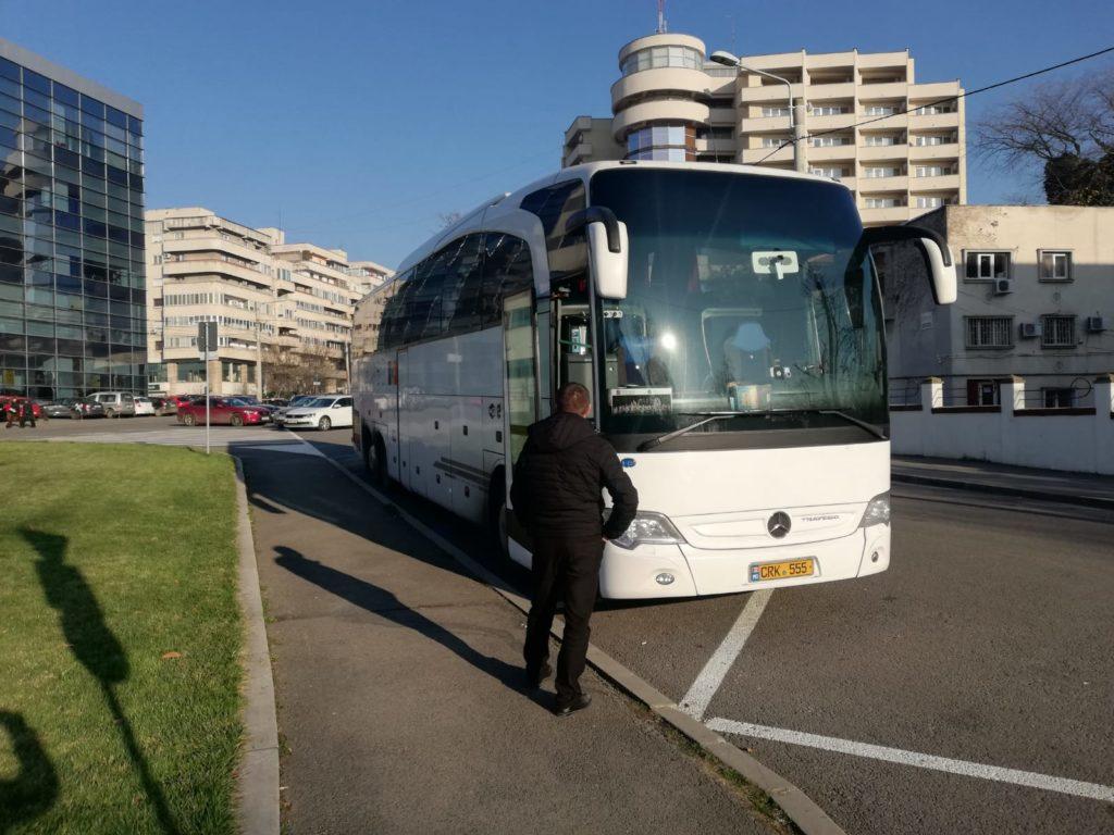 Autocarul cu numere de Moldova pentru care șoferul nu a putut plăti taxa de parcare prin SMS