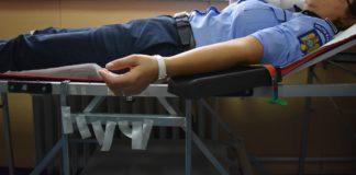 Zeci de poliţişti doljeni au donat sânge