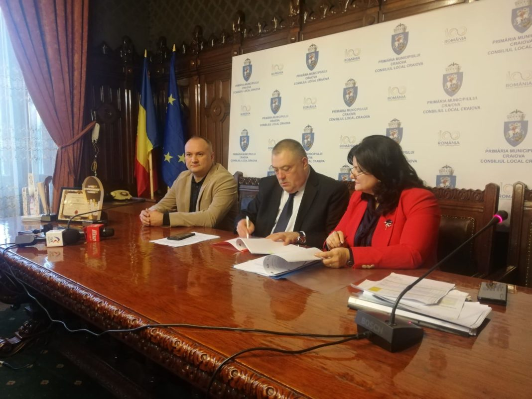 La sediul Primăriei Craiova a fost semnat, vineri, contractul de finanţare pentru modernizarea depoului de tramvaie şi a staţiilor de redresare pentru alimentarea electrică a tramvaielor
