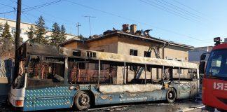 Un autobuz al RAT Craiova s-a făcut scrum în staţie