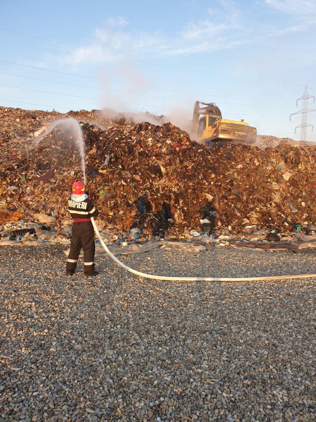 Incendiu la groapa de gunoi de la Halânga