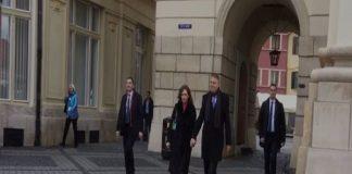 Președintele Klaus Iohannis își petrece Crăciunul la Sibiu, alături de soția sa, Carmen.