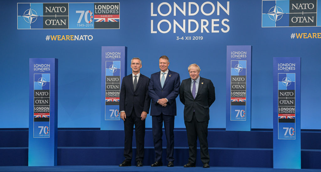 Preşedintele Iohannis alturi de Jens Stoltenberg, secretarul general al NATO, şi de premierul britanic Boris Johnson