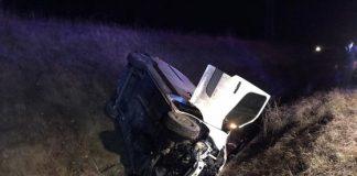 Un microbuz cu şapte persoane s-a răsturnat în şanţ. Şoferul a decedat pe loc.