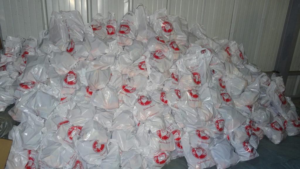 10.000 de pungi-cadou pentru preşcolarii şi şcolarii până în clasa a IV-a