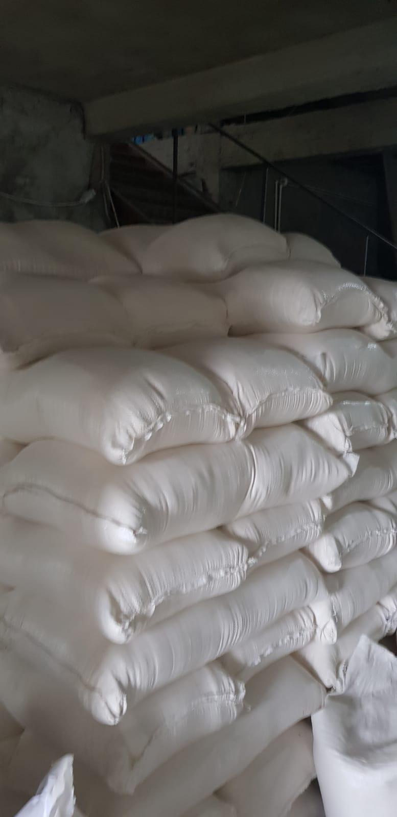 Gorj: Peste 10 tone de făină, confiscate de polițiștii gorjeni