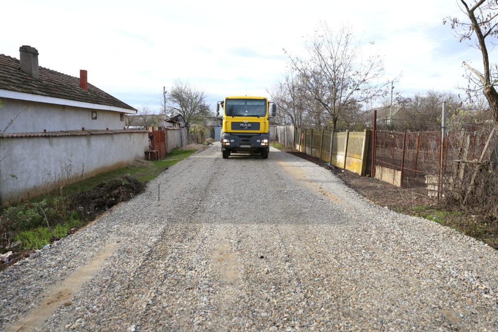 Străzile din comuna Valea Stanciului, în plin proces de asfaltare
