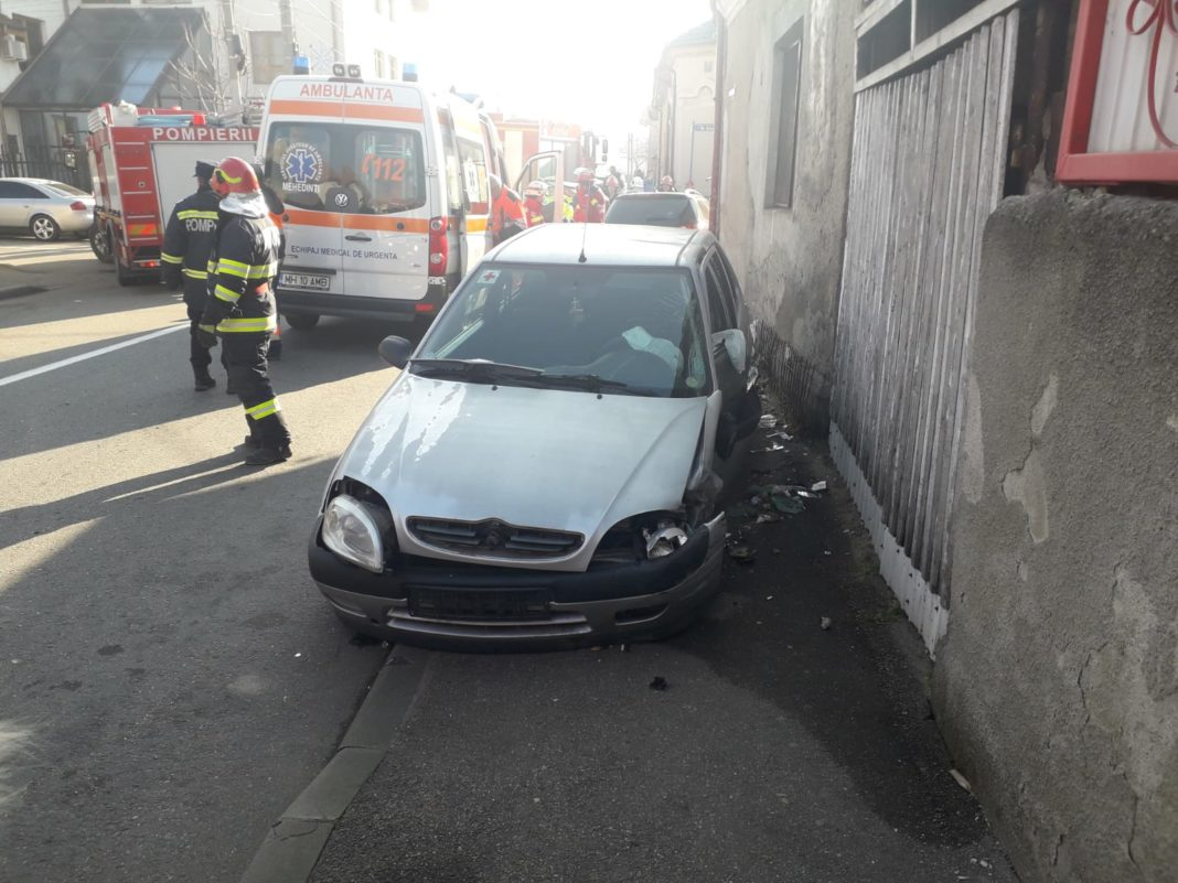 Accident Accident rutier produs între două autoturismerutier produs între două autoturisme