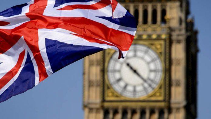 """Marea Britanie """"închide robinetul"""" pentru forța de muncă ieftină și slab calificată din afara țării. Noile reguli vor fi aplicate din 2021."""