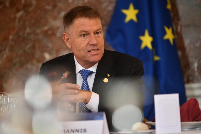 Preşedintele Iohannis a iniţiat discuţii privind gestionarea epidemiei cu coronavirus