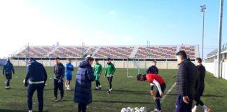 Jucătorii formaţiei Vediţa Coloneşti şi-au reluat activitatea pe sinteticul de la Bradu (Foto: arenaolteana.blogspot.com)