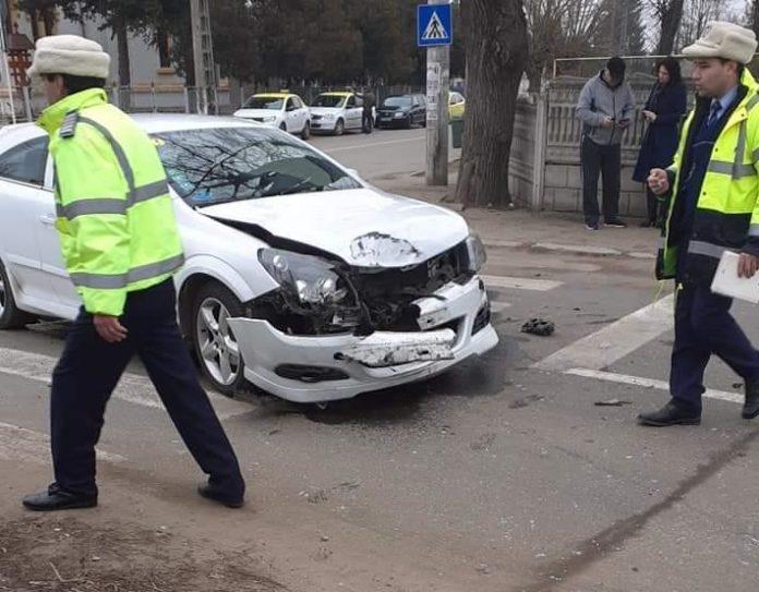Trei persoane au ajuns la spital în urma unui accident